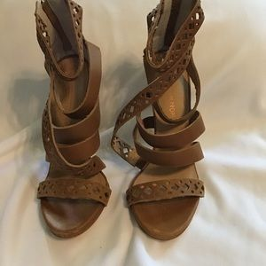 Leather Zipper Strappy Heels Sandals Size 7.5